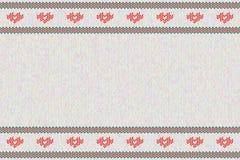La lana ha tricottato il modello con i cuori rossi su fondo bianco Fotografie Stock