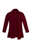 La lana rossa del Bordeaux tricotta il cardigan, isolato su fondo bianco Fotografie Stock Libere da Diritti