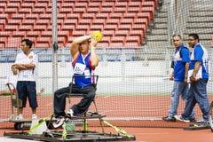 La lancée de disque des hommes pour les personnes handicapées Photographie stock