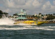 La lancha de carreras viaja en Miami, la Florida Imagen de archivo libre de regalías
