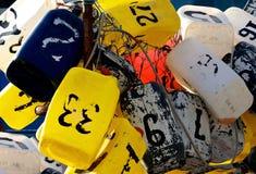 La langosta colorida Buoys, las boyas coloridas con números, boyas de la pesca cerca para arriba, muchas boyas en una opinión del  Imágenes de archivo libres de regalías