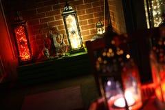 La lanterne n LED ambiante de décor de Boho allume le salon Photographie stock libre de droits
