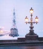 La lanterne sur le pont photo libre de droits