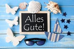 La lavagna con la decorazione marittima, Alles Gute significa gli auguri Fotografia Stock
