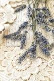 La lavande fleurit des cartes postales d'amour de vintage Photo stock