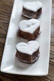 La lave de chocolat durcit sous forme de coeur Photographie stock libre de droits