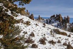 La lave volcanique de formations bascule des montagnes image libre de droits
