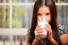 La leche de consumo es buena para usted Fotos de archivo libres de regalías