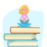 La lectura de la chica joven, estudiando, se sienta en los libros gigantes Ilustración del vector historieta tendencia Foto de archivo libre de regalías