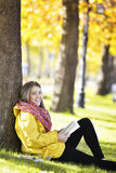 La lectura en naturaleza es mi afición Fotografía de archivo