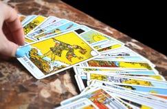 La lecture de tarot carde la carte de tarot d'imbécile de Thee illustration de vecteur