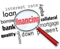 La lente d'ingrandimento di finanziamento esprime l'ipoteca del carico illustrazione di stock