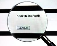 La lente d'ingrandimento sopra cerca il servizio di Web immagini stock libere da diritti