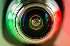 La lente de cámara y el contraluz rojo-verdes Imagen de archivo libre de regalías
