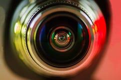 La lente de cámara y el rojo contraluz-amarillo Imagen de archivo libre de regalías