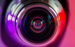 La lente de cámara y la luz - púrpura - rojo Imágenes de archivo libres de regalías