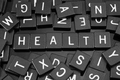 La letra negra teja el deletreo de la palabra y del x22; health& x22; Foto de archivo