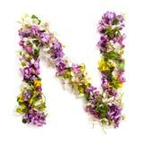 """La lettera """"NÂ"""" ha fatto di vari piccoli fiori naturali Immagini Stock Libere da Diritti"""