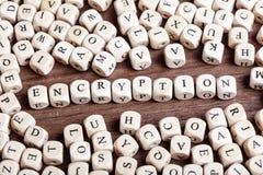 La lettera taglia la parola a cubetti - la crittografia immagini stock