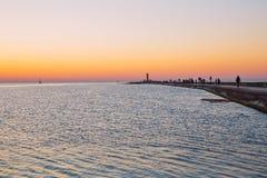 La Lettonia, Riga, Mar Baltico, tramonto, talpa ed onda 2017 Fotografie Stock Libere da Diritti