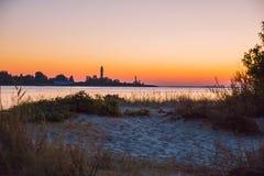 La Lettonia, Riga, Mar Baltico, tramonto, talpa ed onda 2017 Immagine Stock