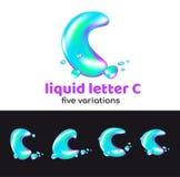 La lettre de C est un logo d'aqua Lettre volumétrique liquide avec des gouttelettes et des pulvérisateurs pour le style d'entrepr Image libre de droits