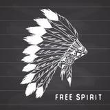 La leyenda tribal en estilo indio, el tocado tradicional del nativo americano con las plumas de pájaro y las gotas Vector el ejem stock de ilustración