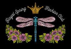 La libellule, papillon, ressort, couronne d'abeille de roses fleurit la broderie Photos stock