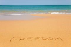 La libertad de la palabra escrita en la arena de la playa Imagen de archivo libre de regalías