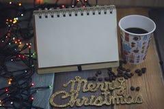 La libreta, el vidrio y la inscripción casan la Navidad Foto de archivo