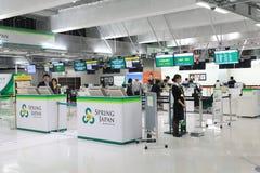 La ligne aérienne de ressort signent le contre- aéroport Japon de Narita Images libres de droits
