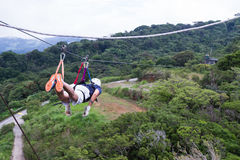 La ligne auvent de fermeture éclair voyage en Costa Rica Photos libres de droits
