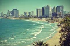 La ligne carte postale/regard de ciel de Tel Aviv de vintage Photographie stock libre de droits