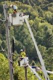 La ligne ouvriers nettoient des dommages au Vermontn Images stock