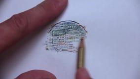 La ligne tirée du verso du bitcoin avec un crayon coloré clips vidéos