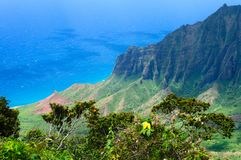 La linea costiera del Na Pali a Kalalau trascura, Kauai, Hawai immagine stock
