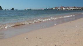 La linea costiera, la costa di mare dell'Adriatico, abbellisca con le viste della località di soggiorno del budva archivi video