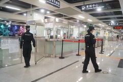 La linea 11 della metropolitana di Shenzhen si è aperta, paesaggio dell'interno della stazione della metropolitana pallida di bih Immagini Stock