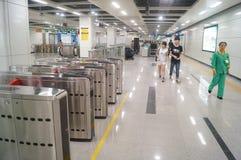 La linea 11 della metropolitana di Shenzhen si è aperta, paesaggio dell'interno della stazione della metropolitana pallida di bih Fotografia Stock