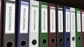 La linea di raccoglitori multicolori dell'ufficio con le innovazioni etichetta clip senza cuciture del ciclo 4K royalty illustrazione gratis
