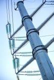 La linea elettrica foto di verticale del primo piano della posta fotografia stock
