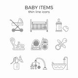 La linea sottile icone messe del bambino o l'infante in primo luogo ha bisogno degli oggetti Illustrazione Vettoriale