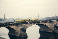 La linea tranviaria moderna a Dresda in Germania Immagini Stock Libere da Diritti