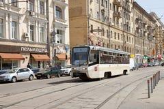La linea tranviaria sulla via a Mosca Fotografia Stock Libera da Diritti
