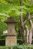 La linterna de piedra en Shinnyo-hace templo Imagen de archivo libre de regalías