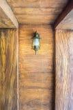 La linterna del vintage adornada en la pared para el diseño interior Fotos de archivo