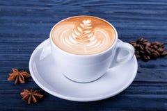 La liste d'art de latte forme sur le fond blanc d'isolement photos stock