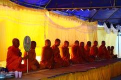 La liturgia del monaco o prega per il funerale Fotografie Stock Libere da Diritti