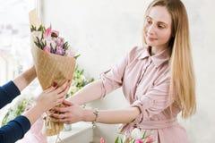 La livraison d'un atelier floral Images stock
