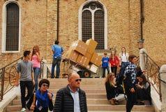 La livraison de paquet dans Murano Photos stock